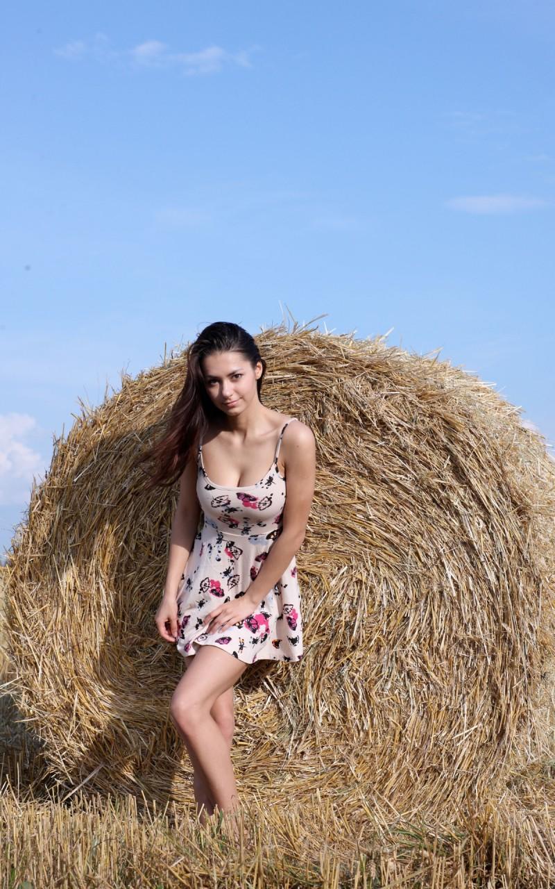 helga-lovekaty-grain-field-nude-01