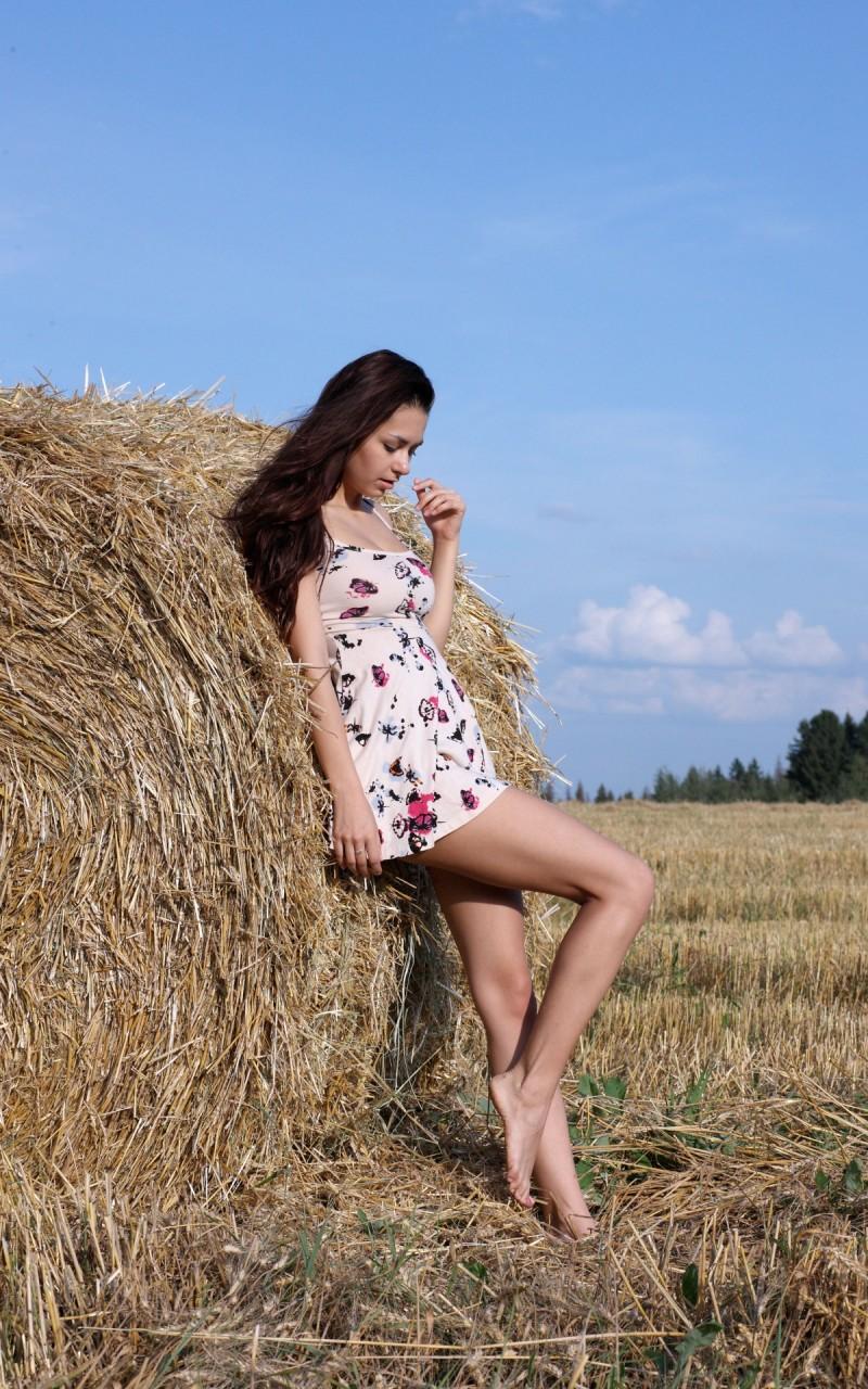 helga-lovekaty-grain-field-nude-09