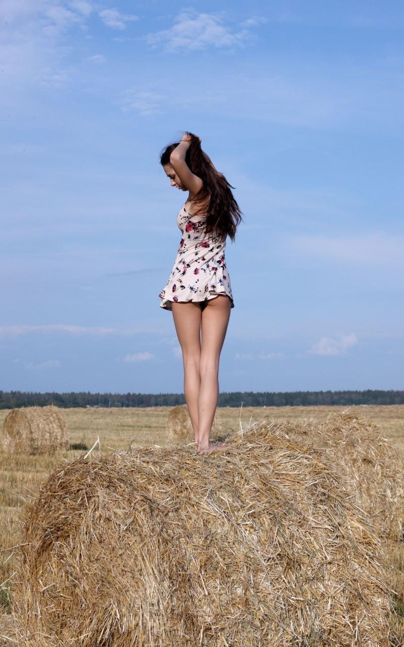 helga-lovekaty-grain-field-nude-14