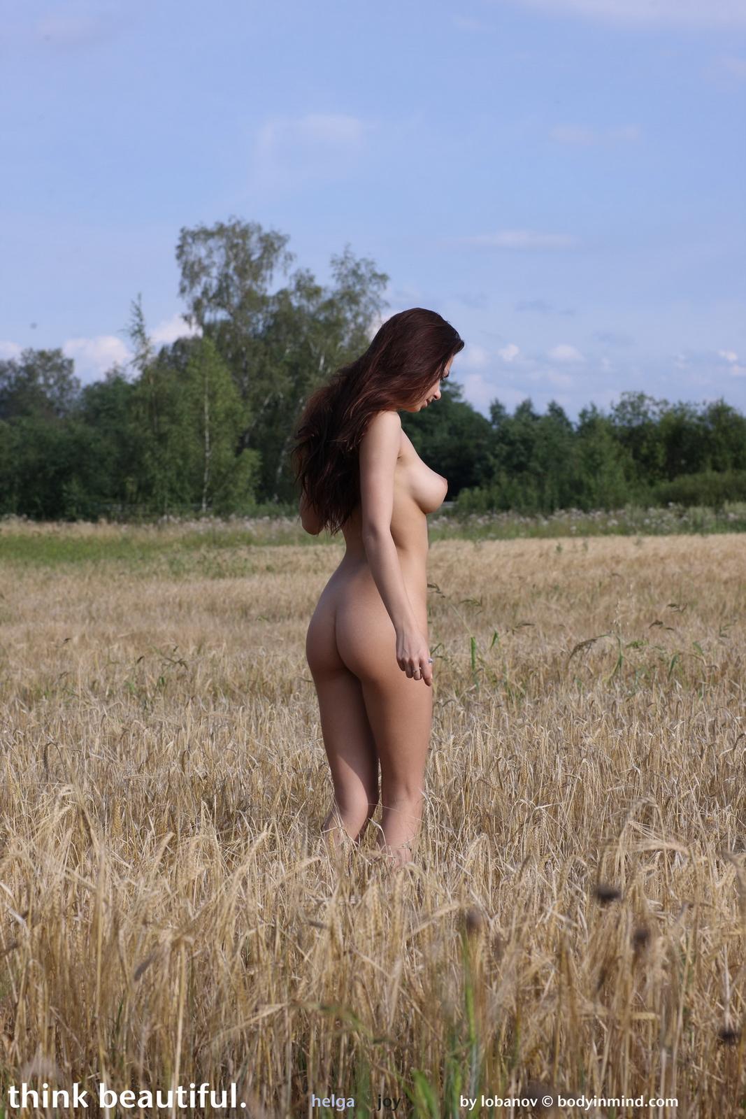 helga-boobs-nude-field-grain-bodyinmind-25