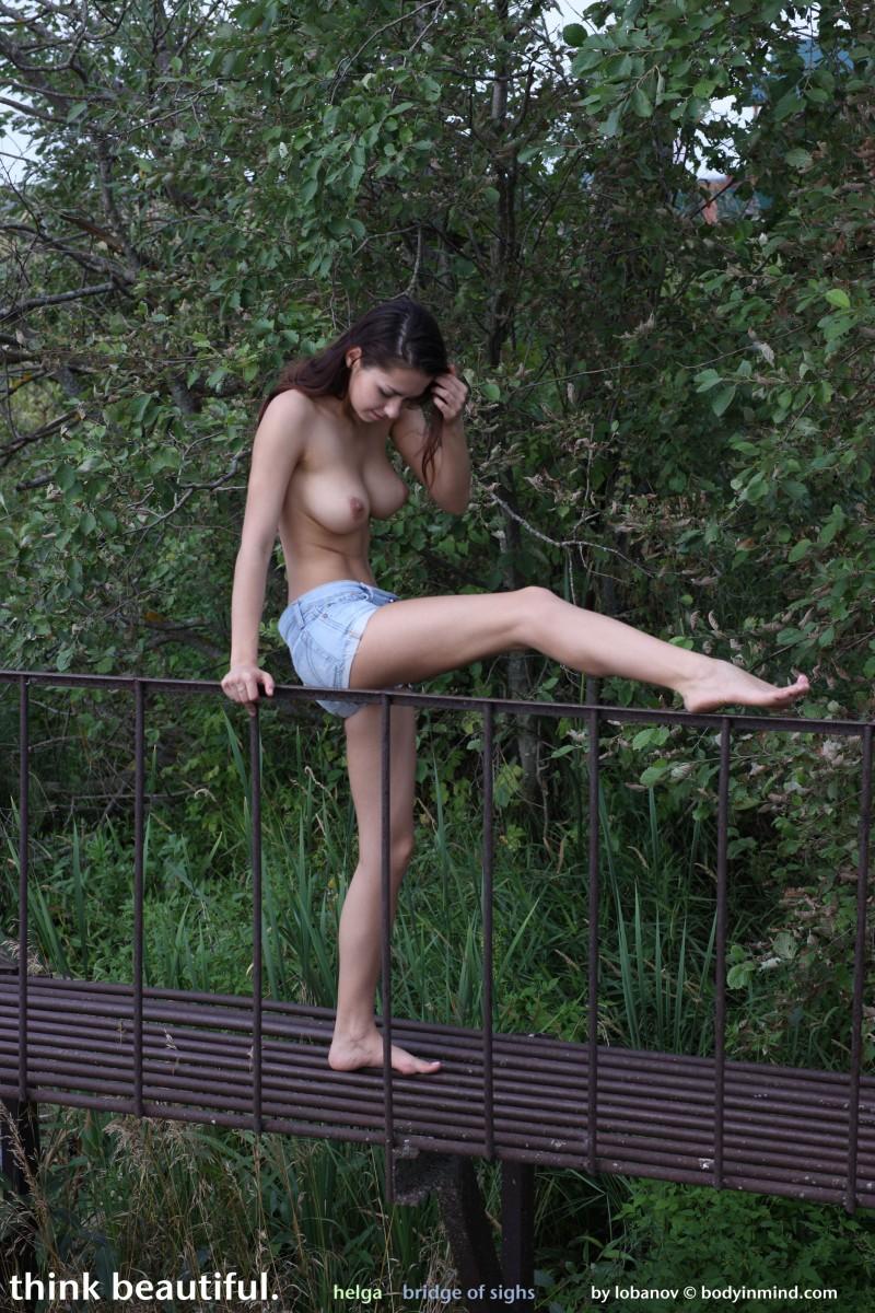 helga-boobs-shorts-naked-bodyinmind-06