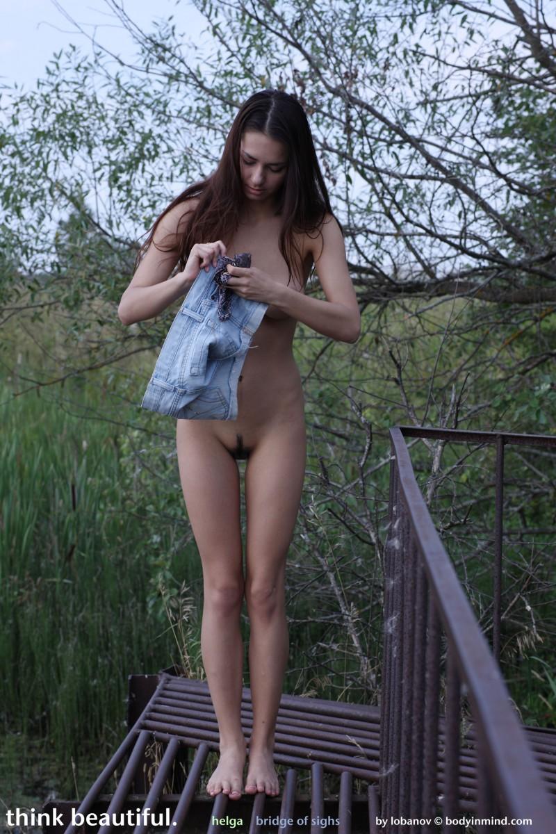 helga-boobs-shorts-naked-bodyinmind-16