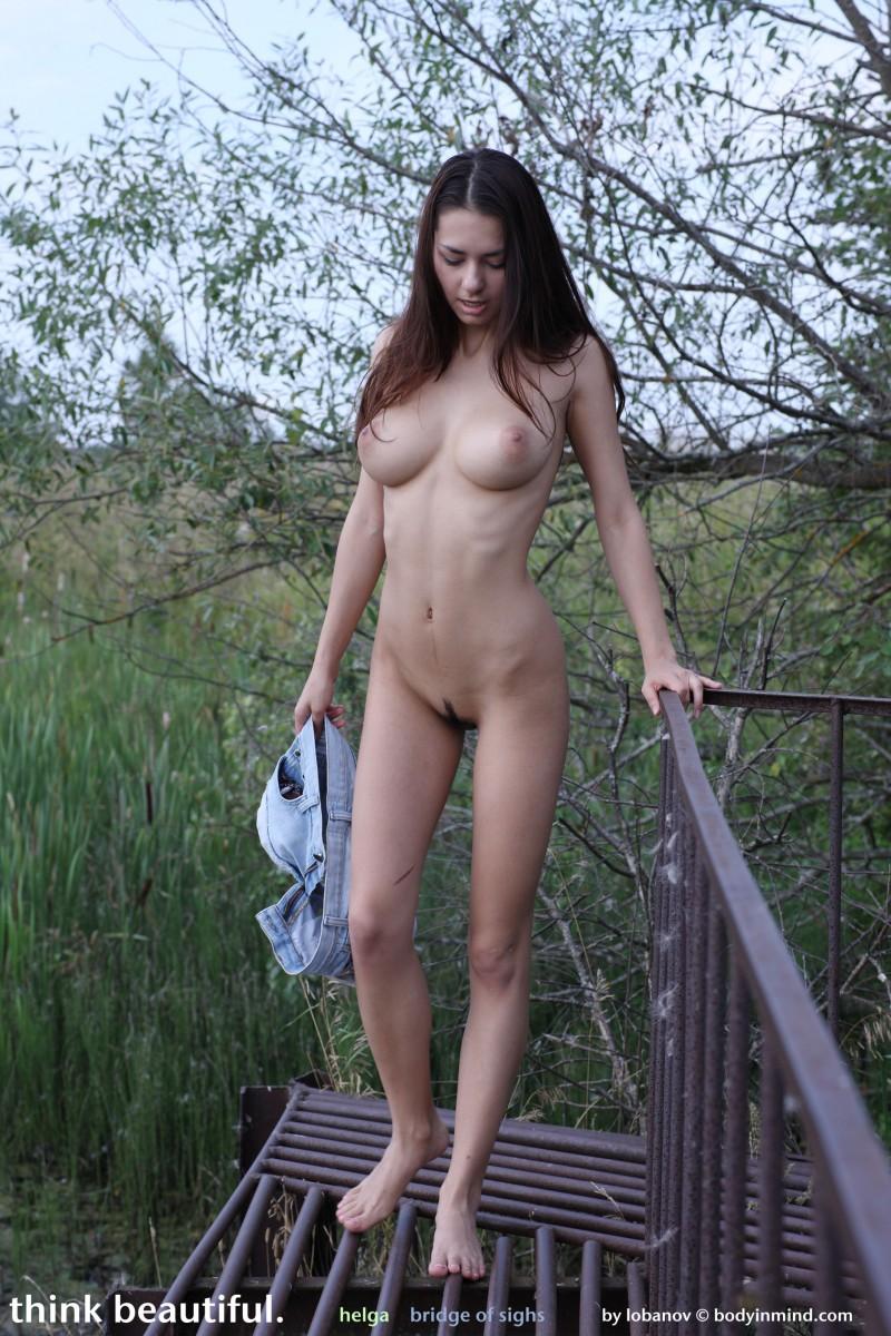 helga-boobs-shorts-naked-bodyinmind-19