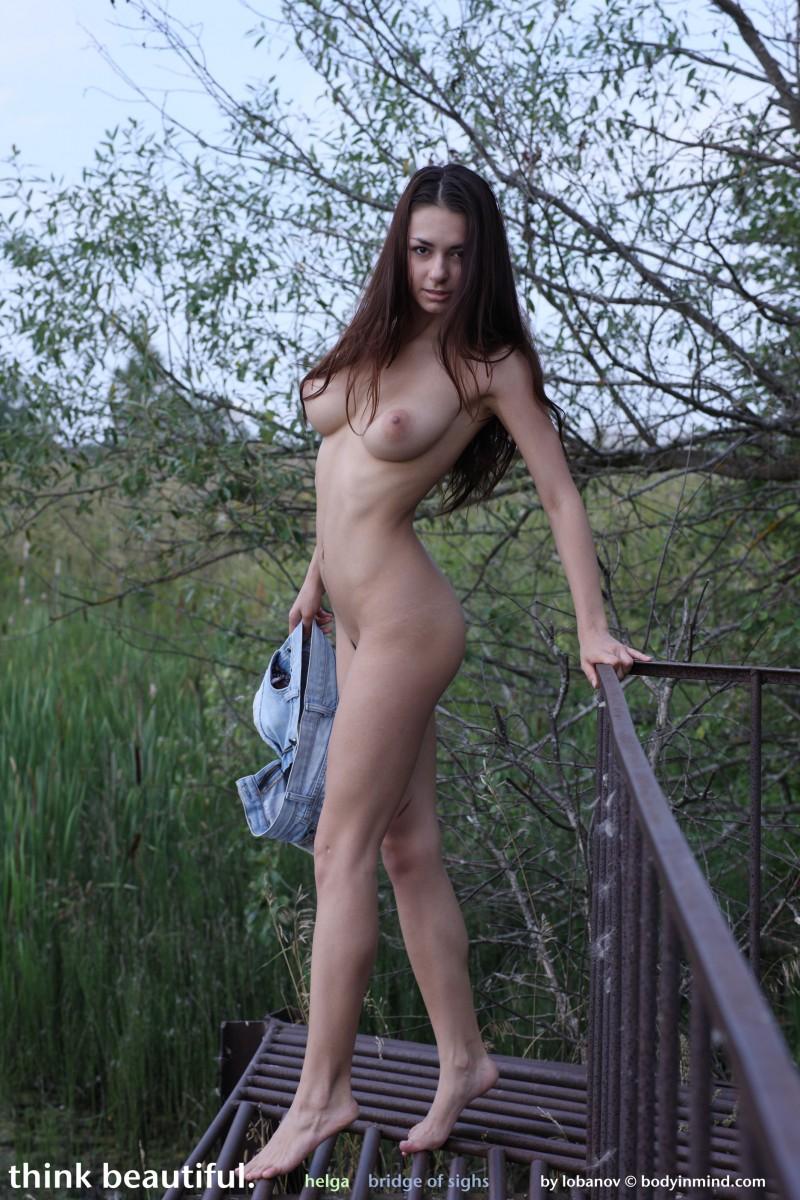 helga-boobs-shorts-naked-bodyinmind-20