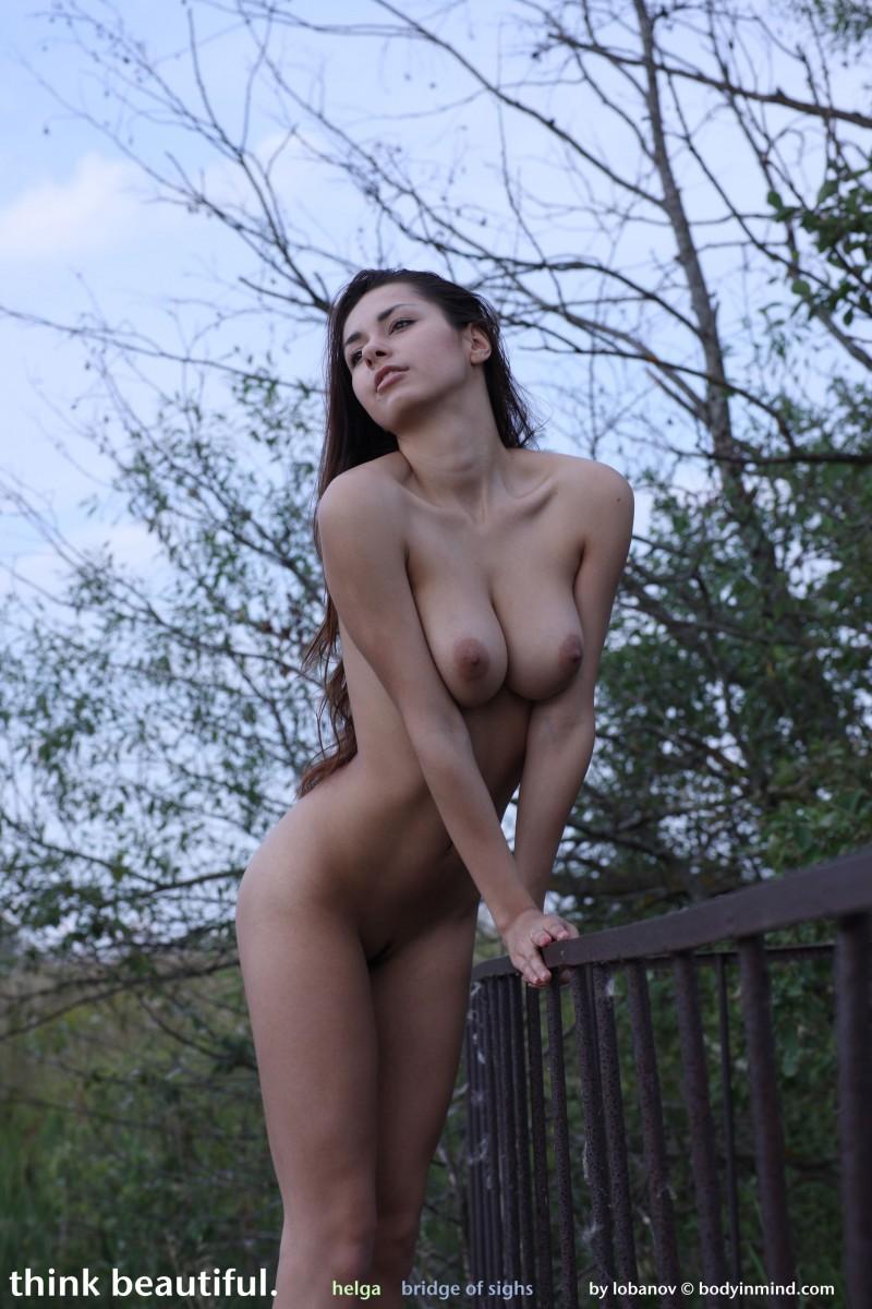 helga-boobs-shorts-naked-bodyinmind-30