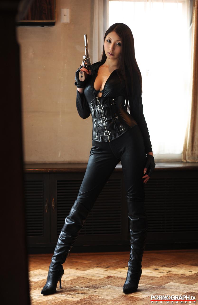 hina-akiyoshi-nude-guns-action-girl-pornographtv-01