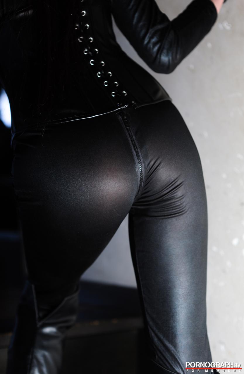 hina-akiyoshi-nude-guns-action-girl-pornographtv-06