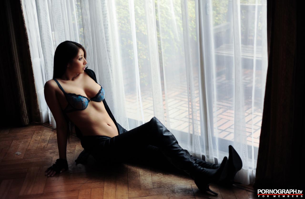 hina-akiyoshi-nude-guns-action-girl-pornographtv-09