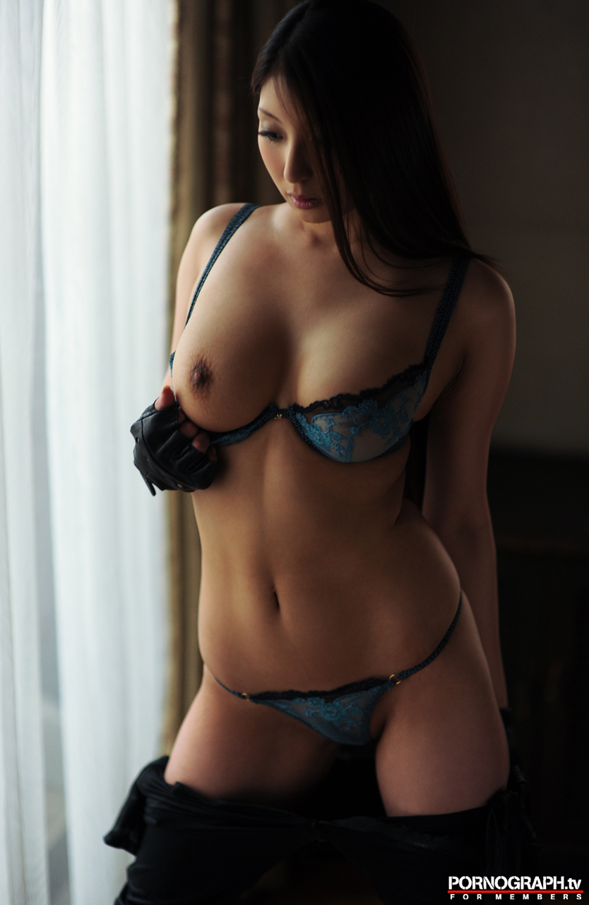 hina-akiyoshi-nude-guns-action-girl-pornographtv-12