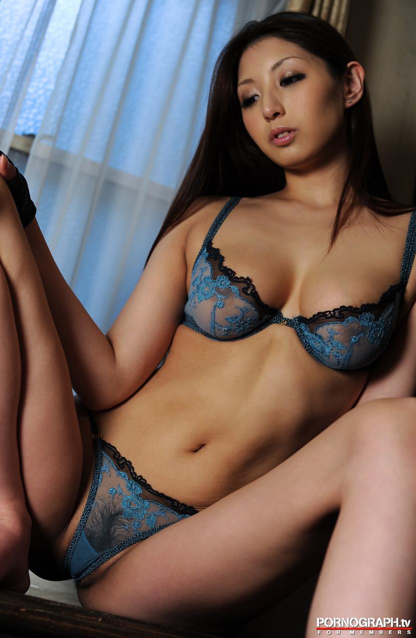 hina-akiyoshi-nude-guns-action-girl-pornographtv-16