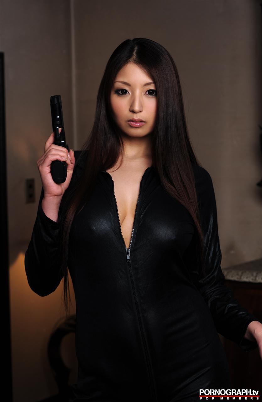 hina-akiyoshi-nude-guns-action-girl-pornographtv-23