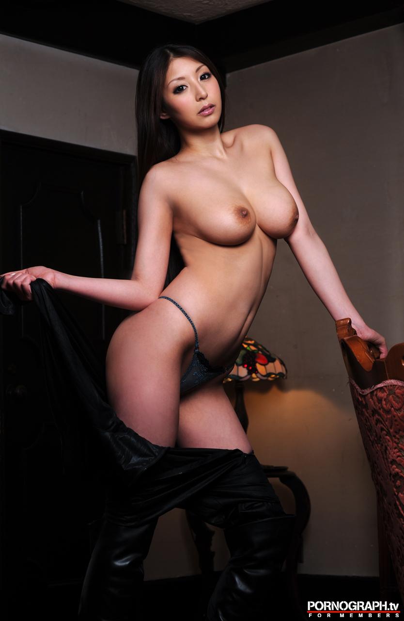 hina-akiyoshi-nude-guns-action-girl-pornographtv-26