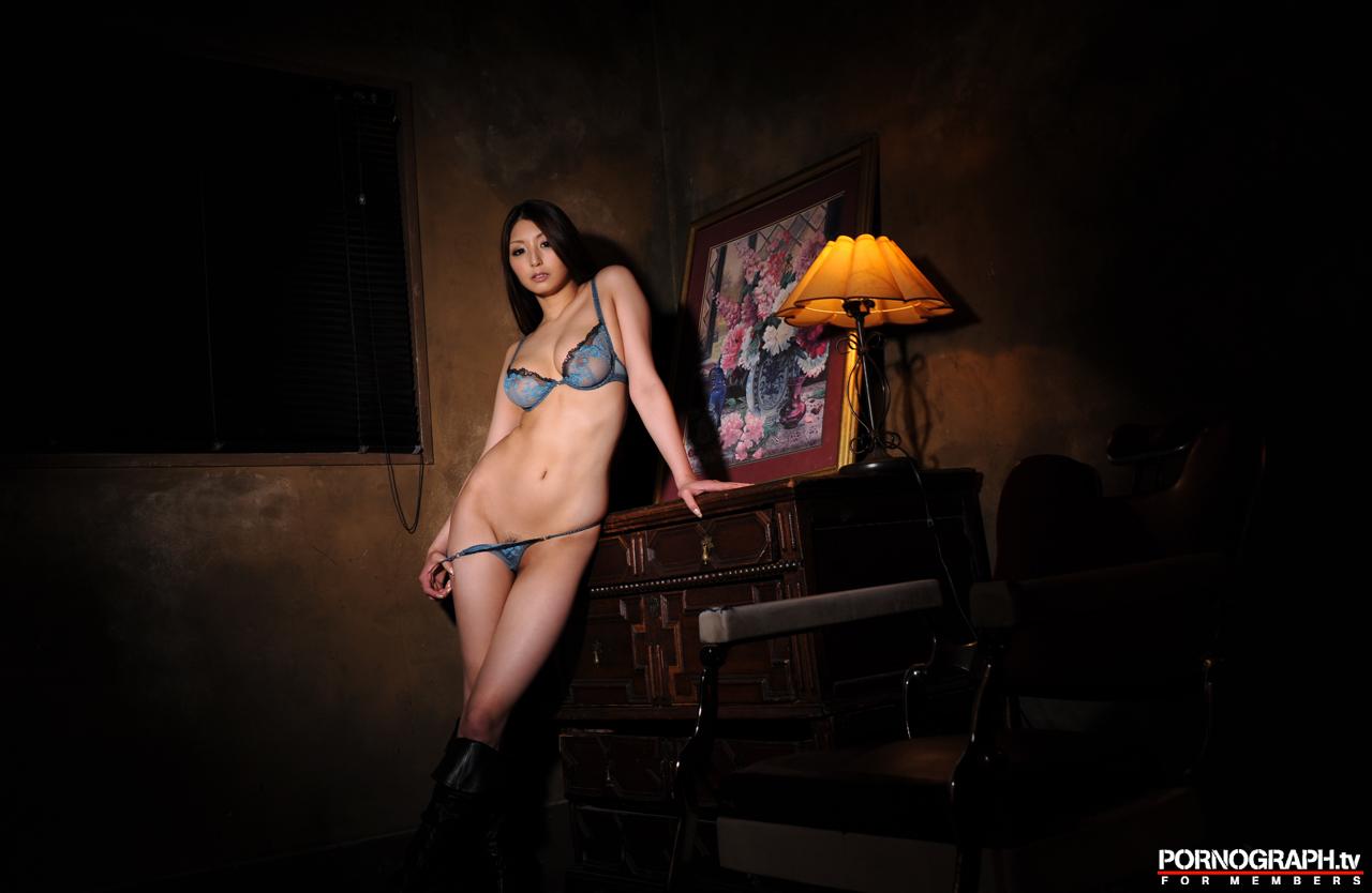 hina-akiyoshi-nude-guns-action-girl-pornographtv-35