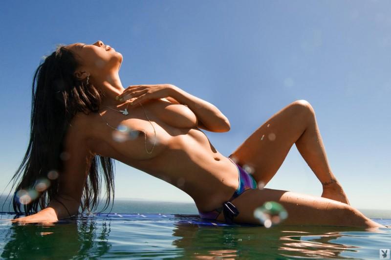 hiromi-oshima-bikini-pool-playboy-05