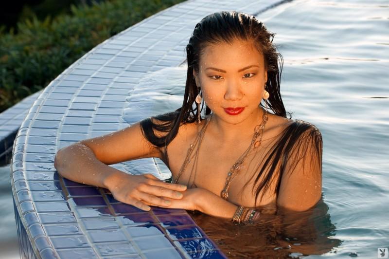 hiromi-oshima-bikini-pool-playboy-08