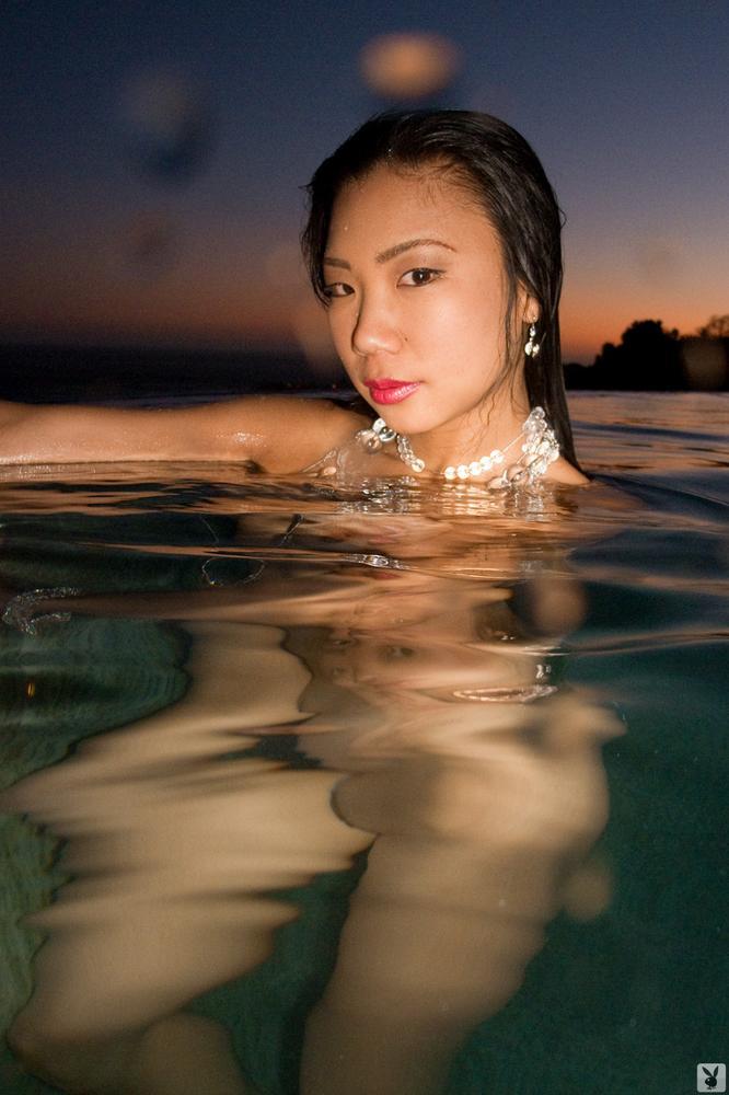 hiromi-oshima-bikini-pool-playboy-12