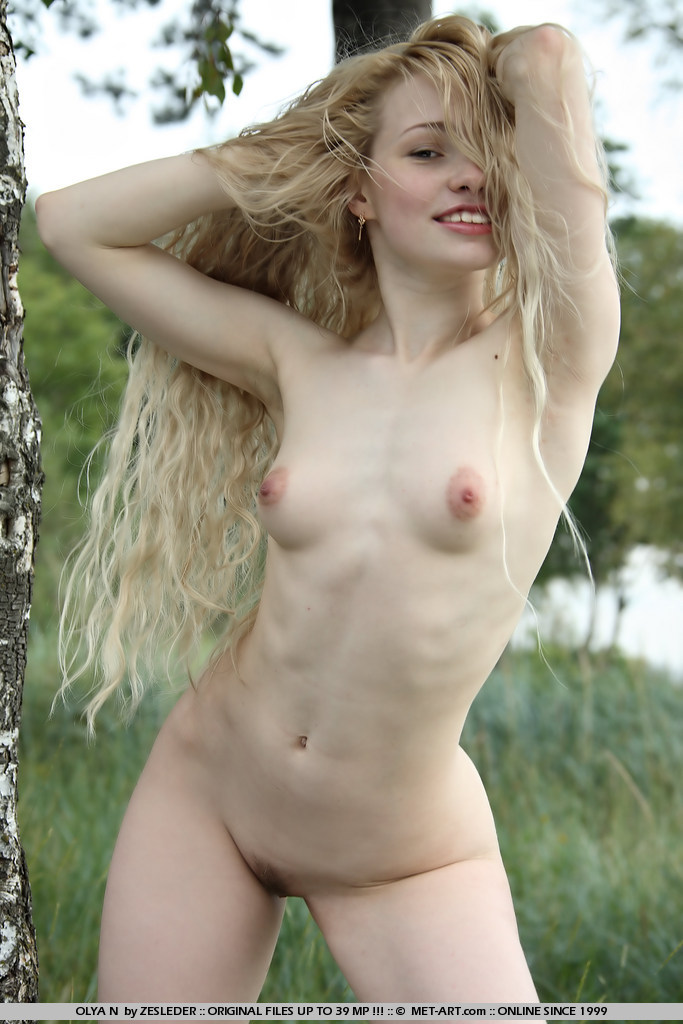 olya-n-meadow-naked-young-metart-17