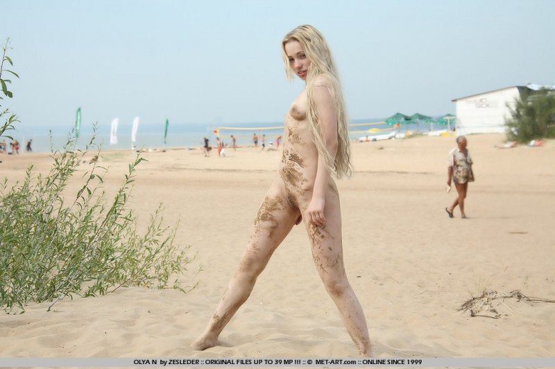 olya-n-beach-met-art-04