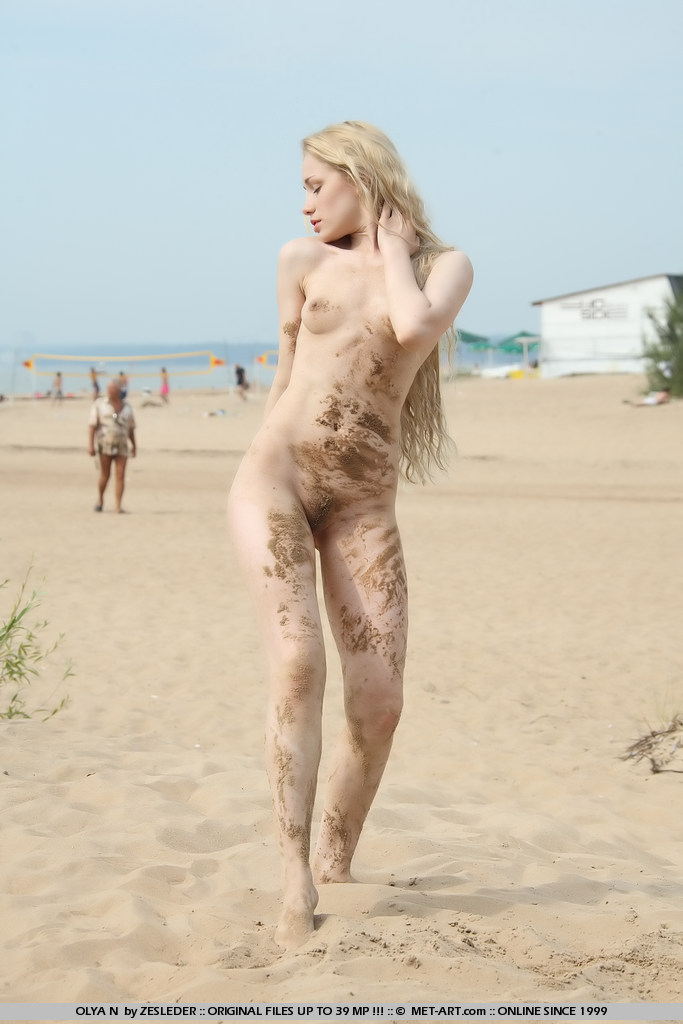 olya-n-beach-met-art-05