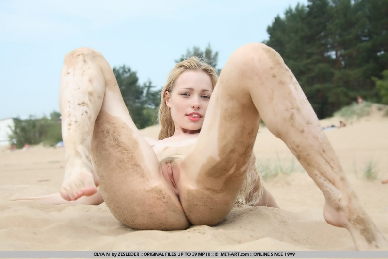 olya-n-beach-met-art-15