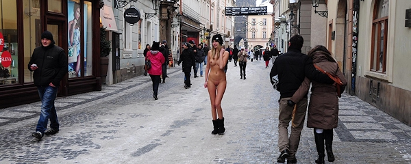 Holly Anderson – Nude walk wearing just a cap