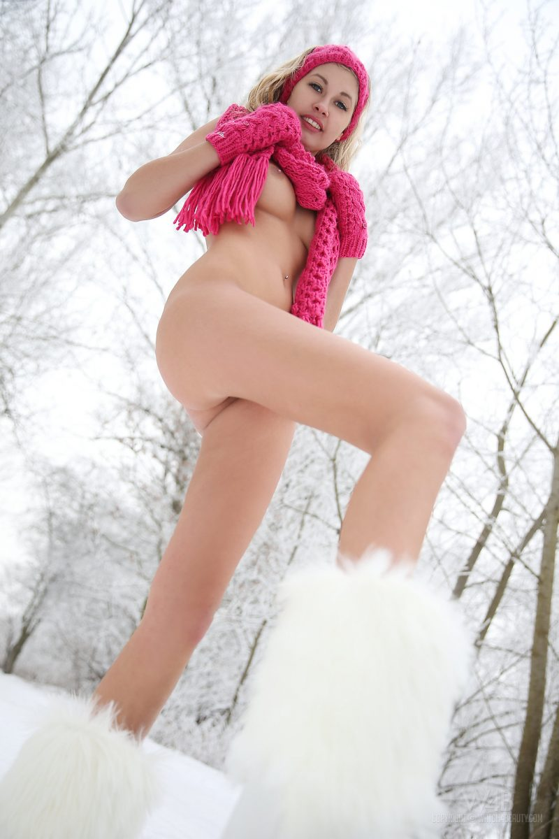 holy-winter-nude-snow-watch4beauty-15