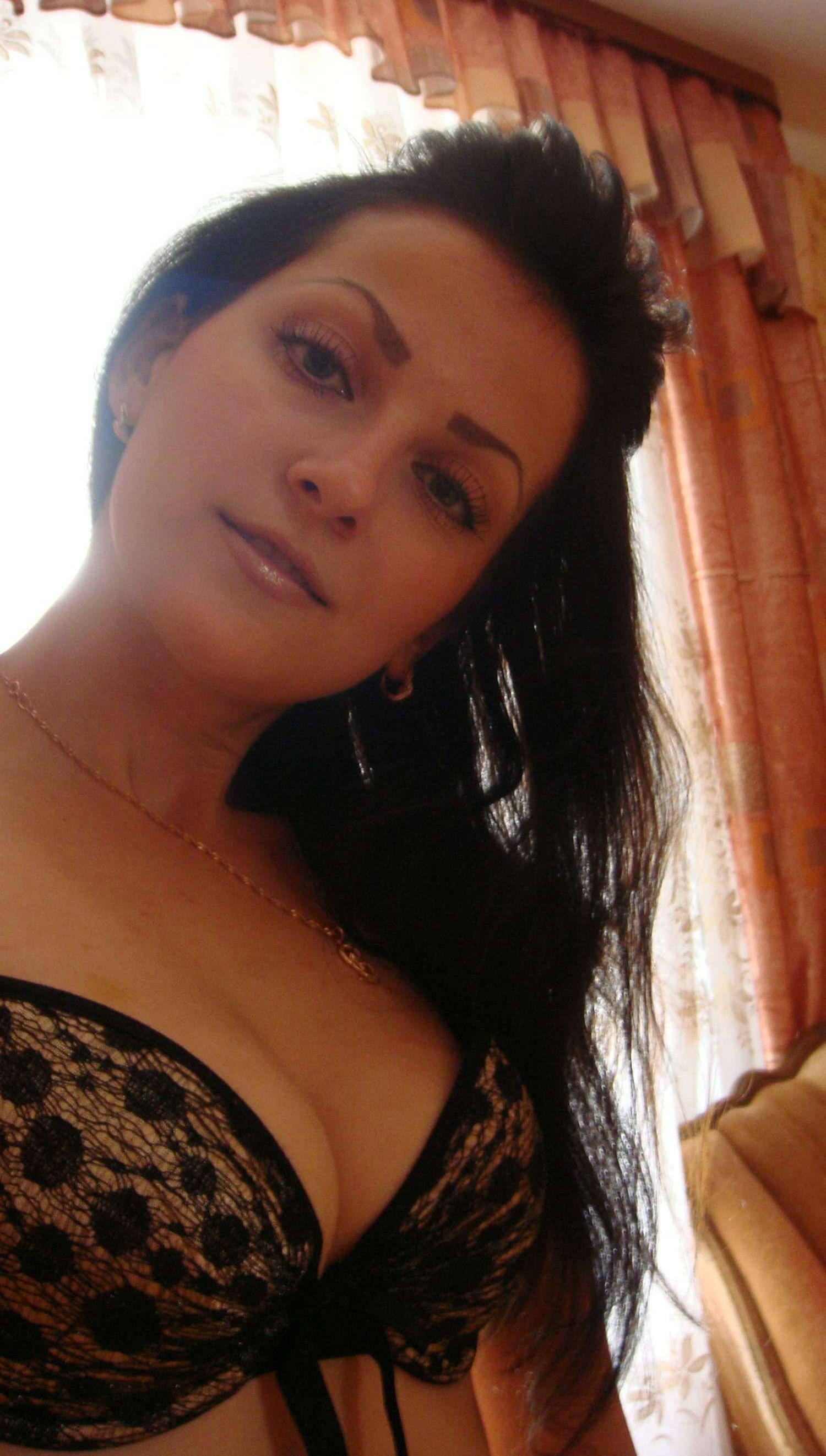 brunette-amateur-nude-milf-07