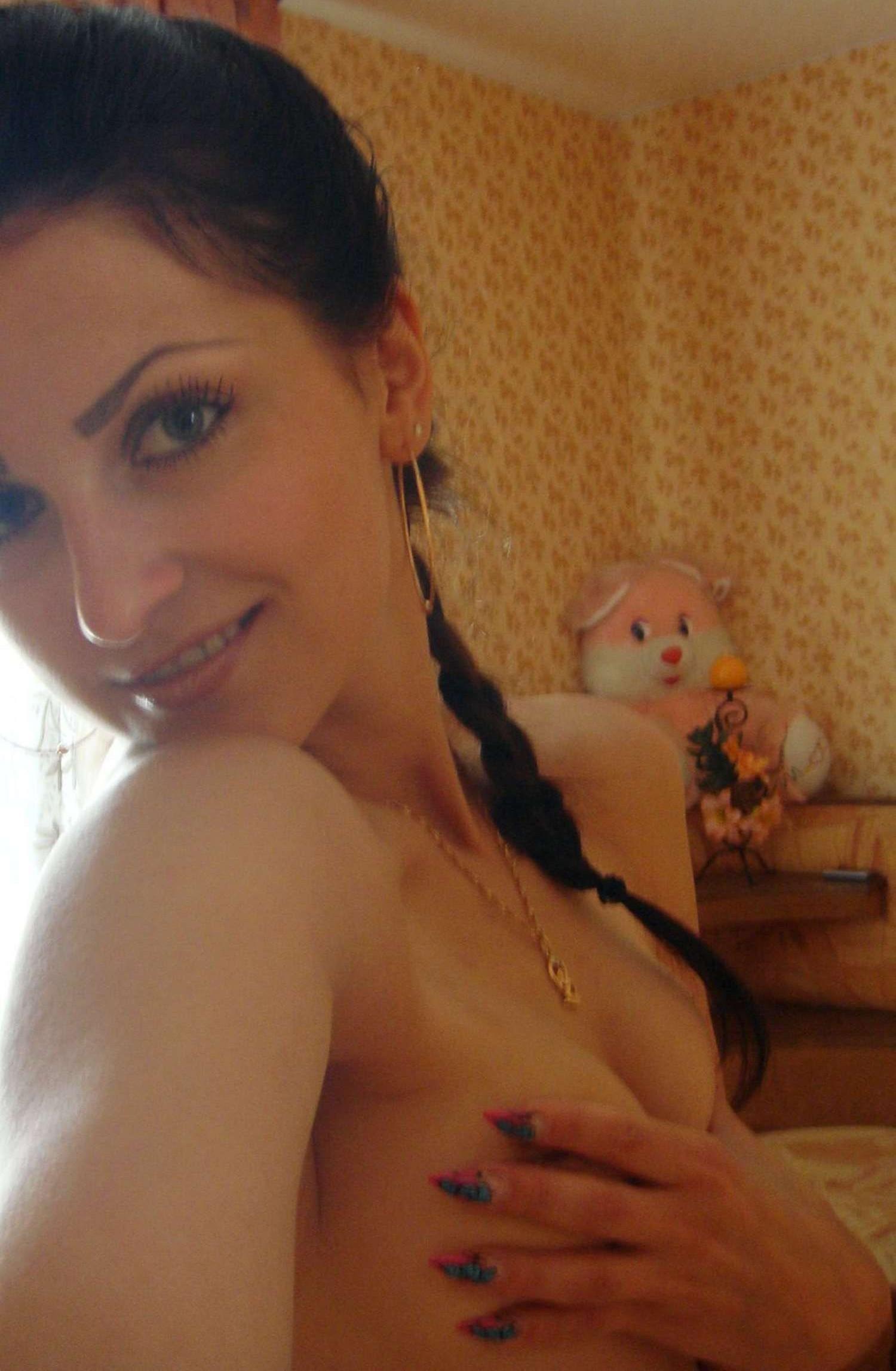 brunette-amateur-nude-milf-09