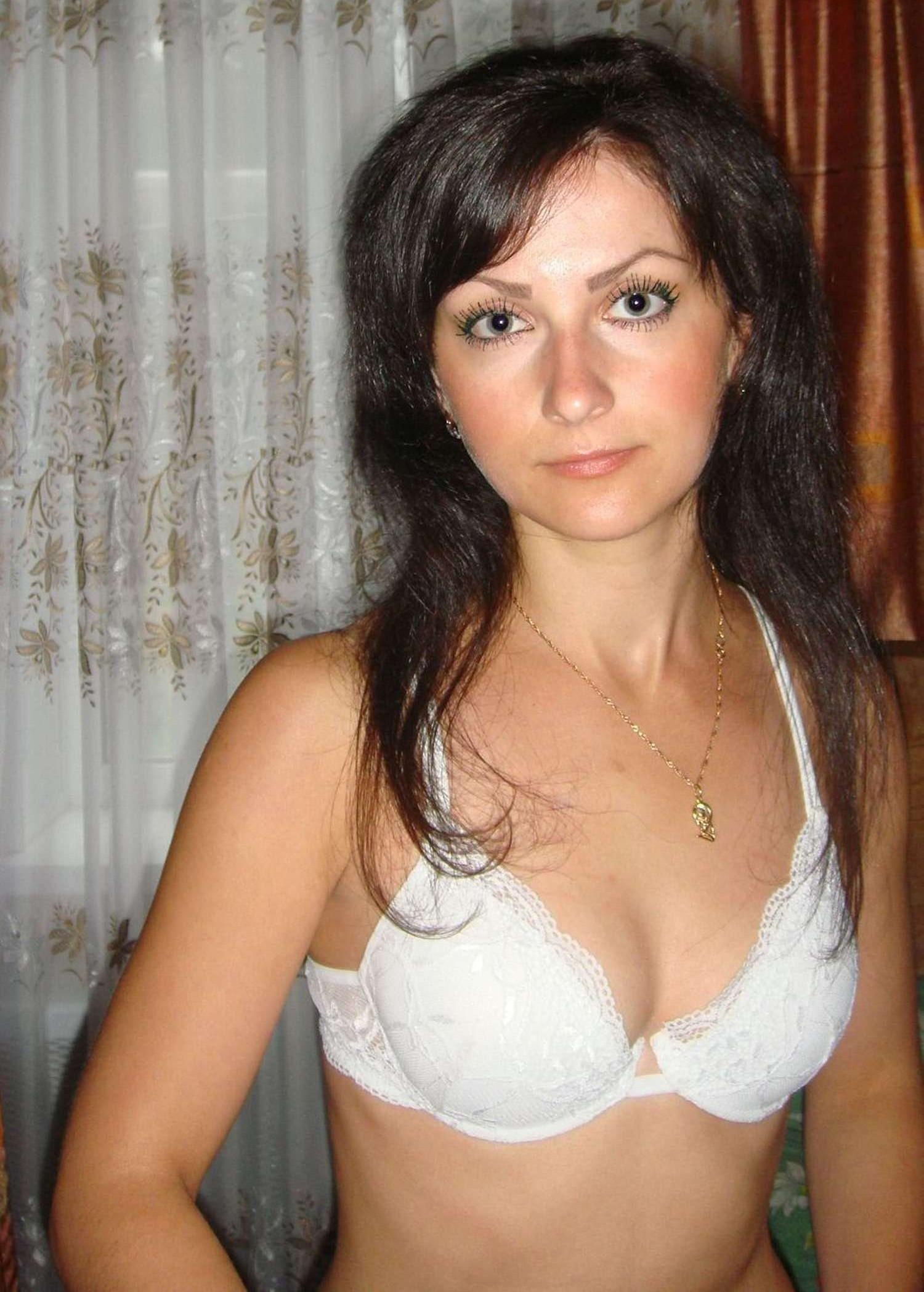 brunette-amateur-nude-milf-22