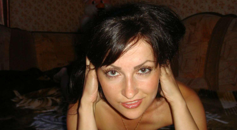 brunette-amateur-nude-milf-33