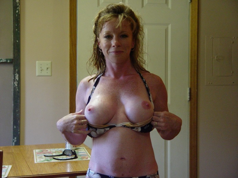 Hot amateur flashing milf tits