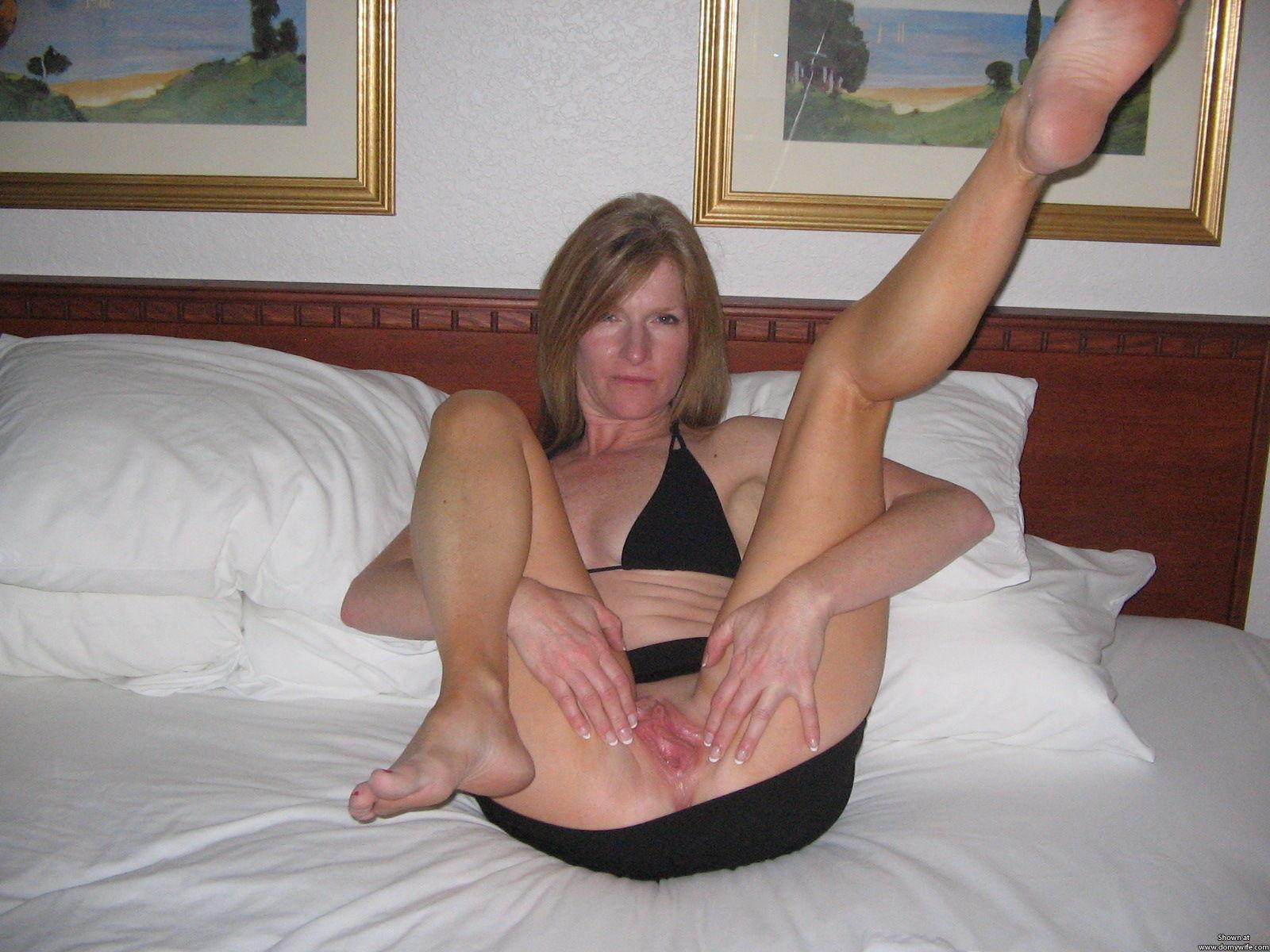 hot sexy nude kaley cuoco
