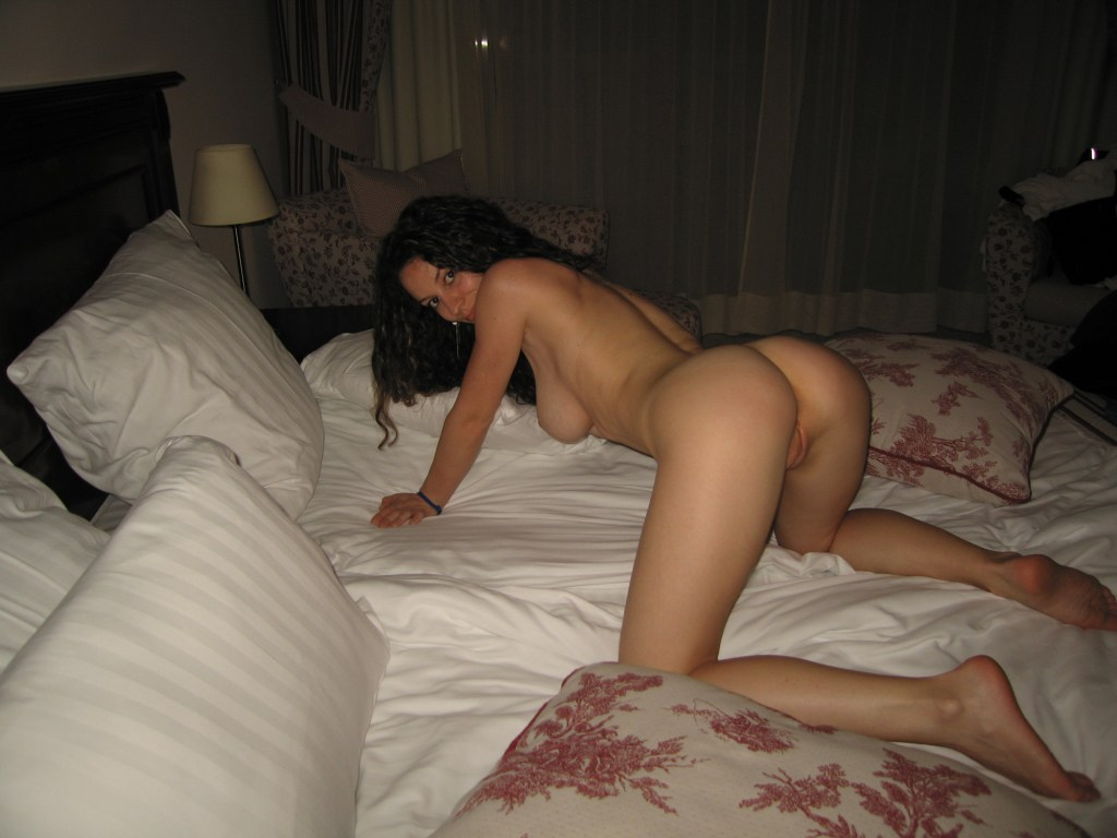 Amateur nude busty housewives