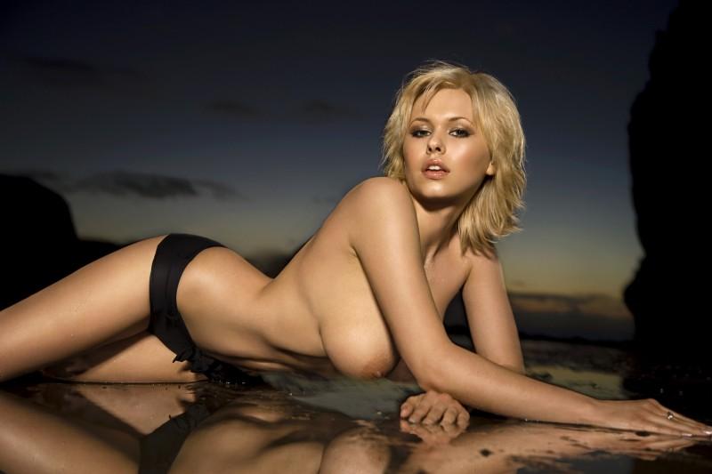 iga-wyrwal-topless-boobs-nude-bikini-05