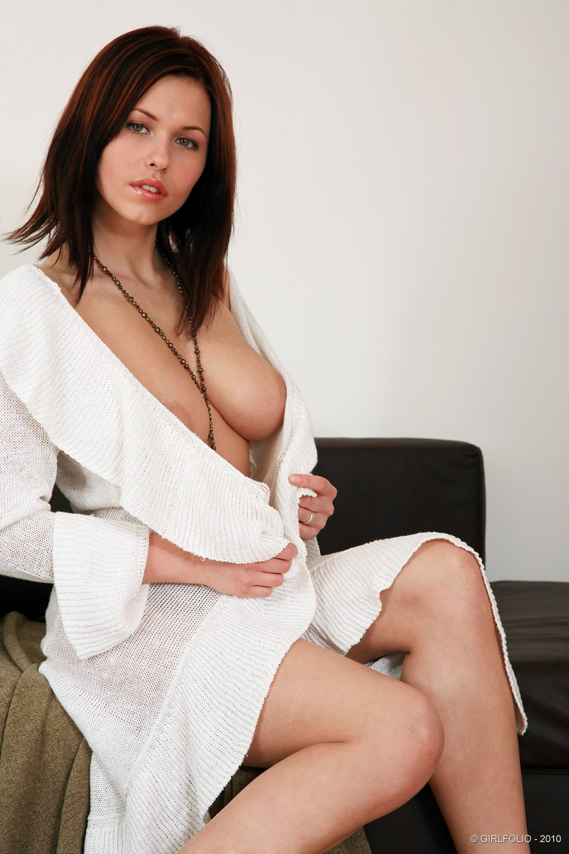 Iga Wyrwal in white sweater - RedBust