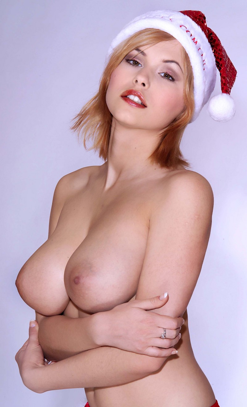 iga-wyrwal-santa-xmas-boobs-16