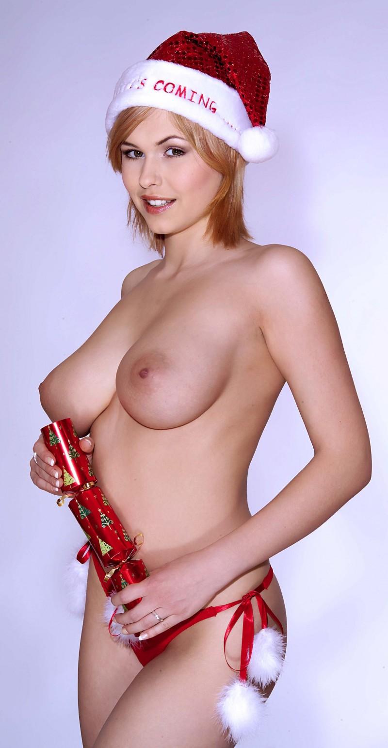 iga-wyrwal-santa-xmas-boobs-25