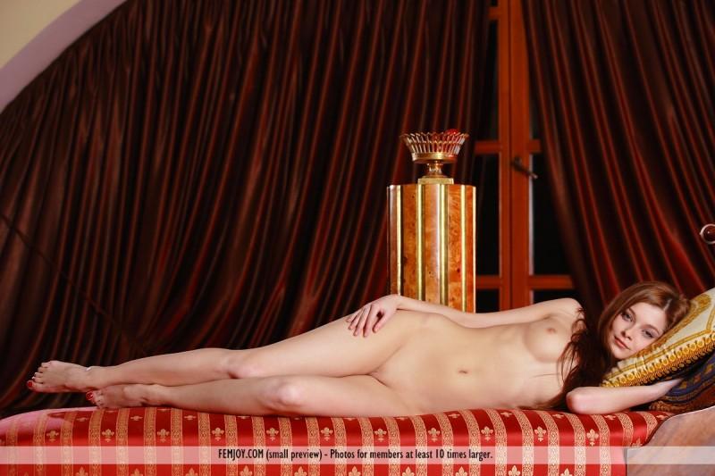angelina-b-chaise-longue-nude-femjoy-01