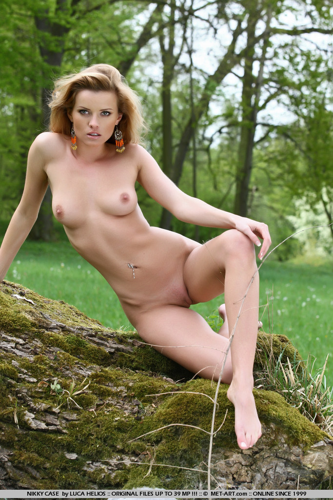 nikky-case-forest-met-art-11