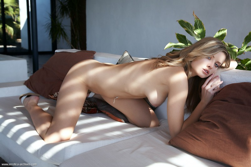 nikky-case-sunny-day-at-home-errotica-archives-04
