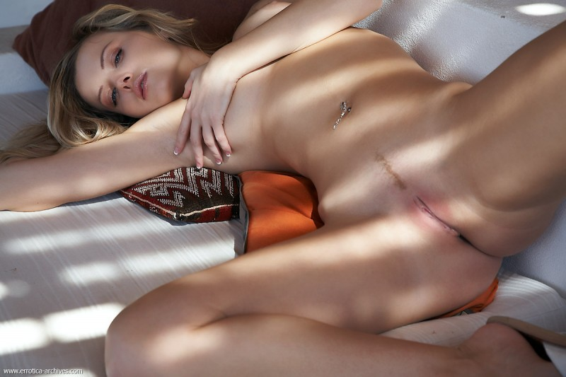 nikky-case-sunny-day-at-home-errotica-archives-08
