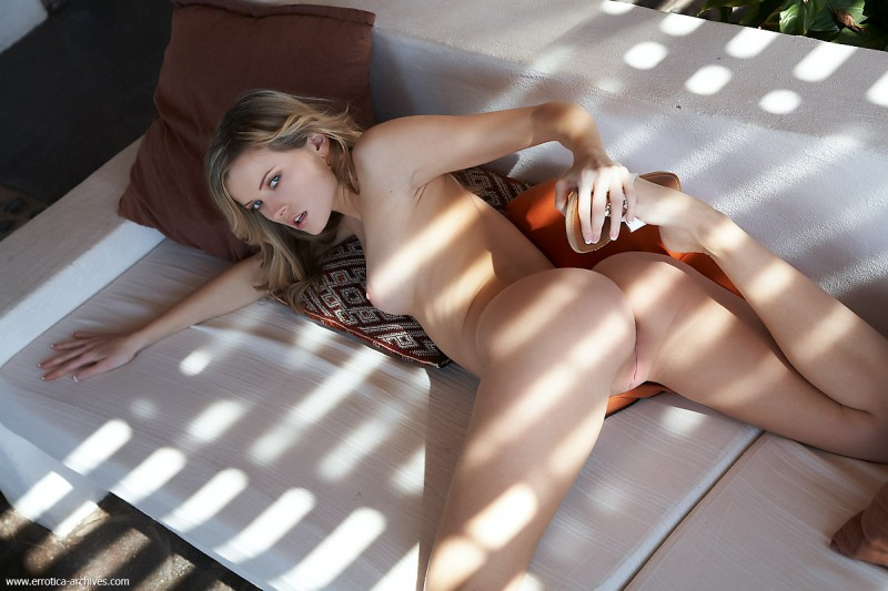 nikky-case-sunny-day-at-home-errotica-archives-09