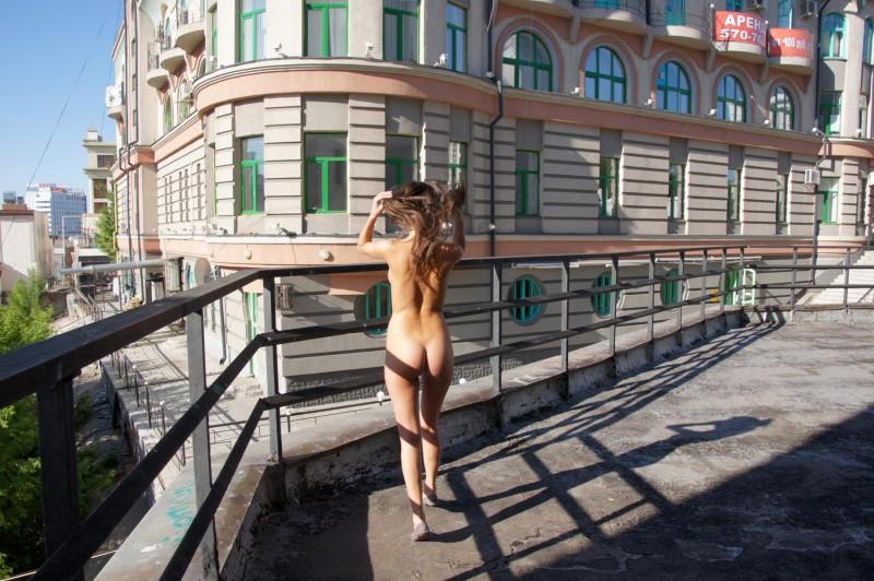 irina-k-naked-in-public-russia-kazan-01