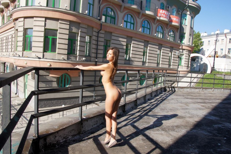 irina-k-naked-in-public-russia-kazan-03