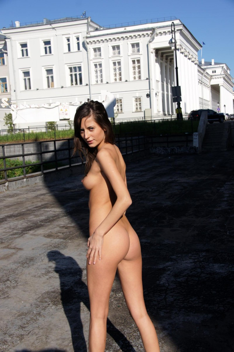 irina-k-naked-in-public-russia-kazan-11
