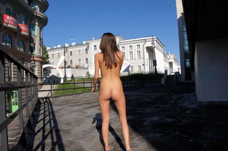 irina-k-naked-in-public-russia-kazan-14