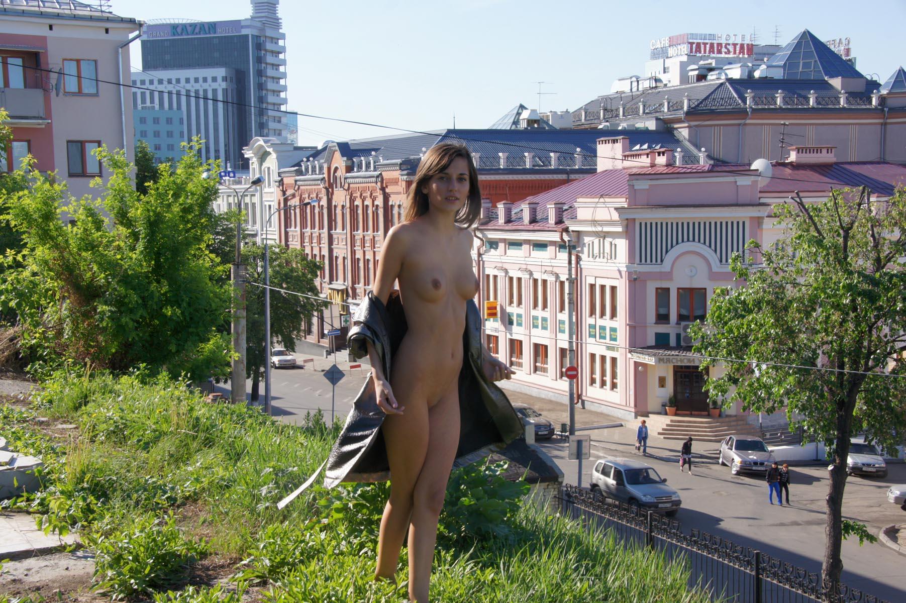irina-k-naked-in-russia-kazan-nude-public-01