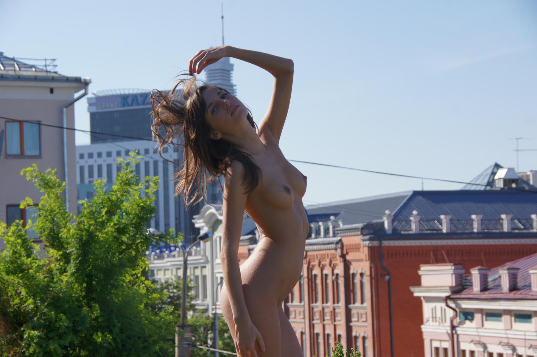 irina-k-naked-in-russia-kazan-nude-public-02