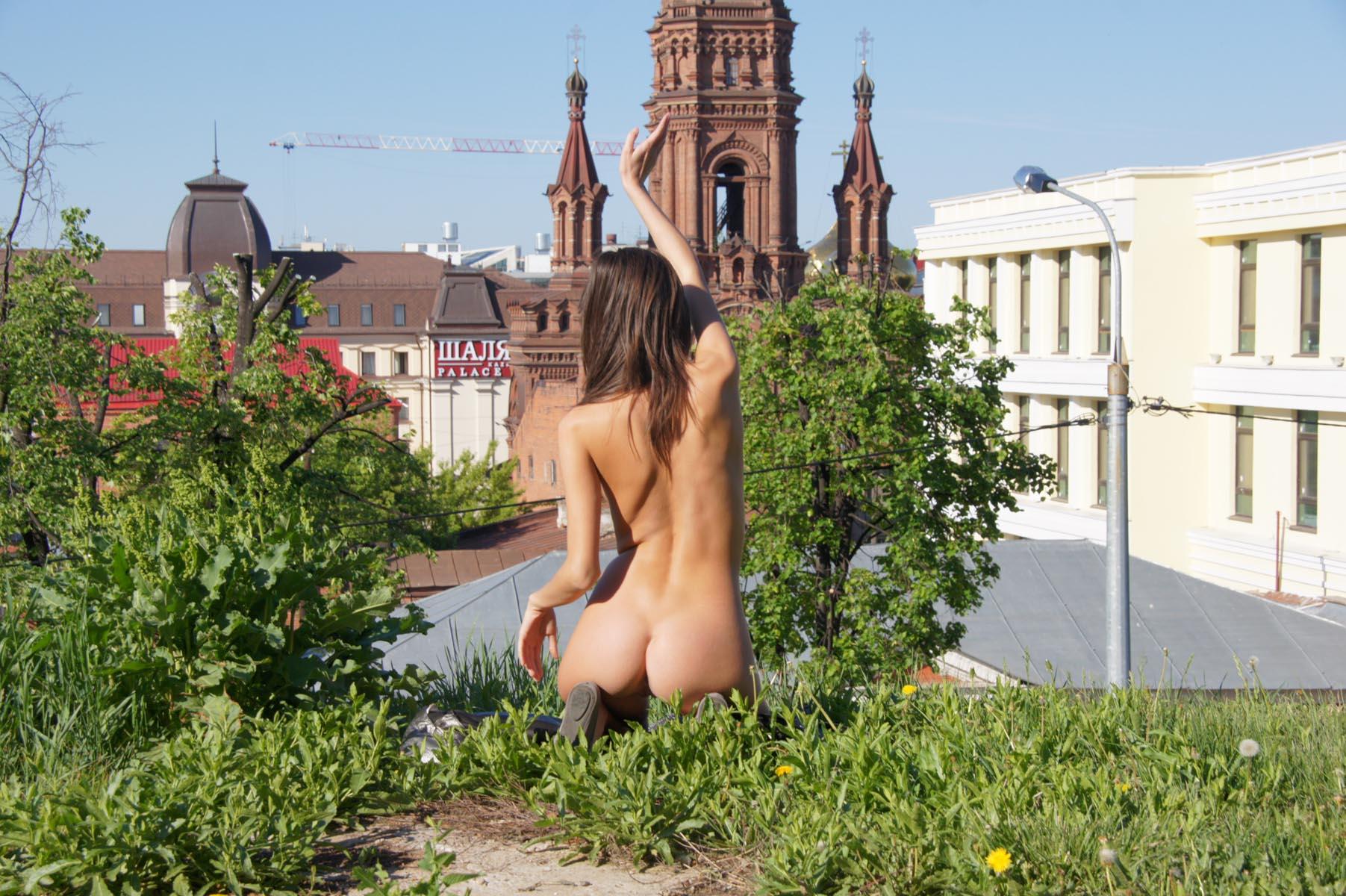 irina-k-naked-in-russia-kazan-nude-public-03