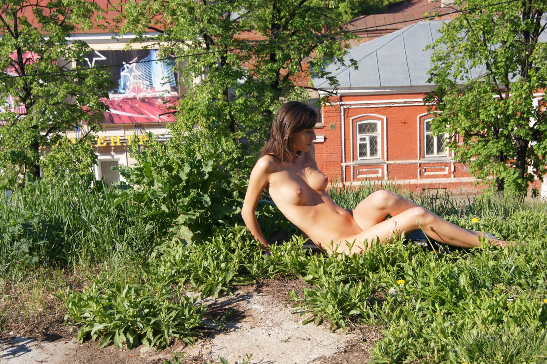 irina-k-naked-in-russia-kazan-nude-public-06